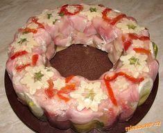 Šunkový závitek v aspiku Slovak Recipes, Fondant Cupcakes, Yummy Appetizers, Holidays And Events, Yummy Treats, Sushi, Bacon, Food And Drink, Low Carb