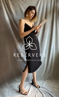 ¿Cuántos eventos tienes al final del cada temporada? ¿Cuántos vestidos acabas comprando y no les das uso? Atrévete con los medios vestidos, para darle un segundo look combinándolos con otros vestidos que ya tengas en el armario.  #vestidosfiesta #vestidosgraduacion #vestidoamedida #vestidoreveresible #vestidowrap #mediosvestidos #rebérvere #rebervere #reberverizate #style #stylish #slowfashion #ootd #fashion #fashionlover #invitadaperfecta  #madeinspain #hechoenespaña #diseñadoresespañoles Multi Way Dress, Ootd, Formal Dresses, Fashion, Cocktail Dresses, Second Best, Seasons, Events, Moda