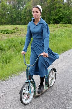 """Amish Scooter- Barbie from the TLC show """"Breaking Amish"""" Amish Village, Breaking Amish, Church Fellowship, Amish Family, Amish Culture, Amish Community, Amish Country, People Of The World, Modest Dresses"""