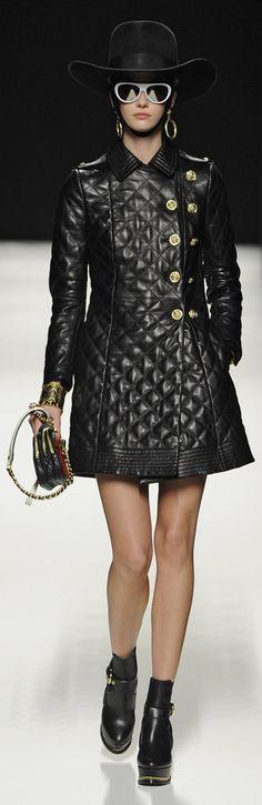 ✜ Moschino RTW Fall 2012 ✜ http://www.fashionologie.com/Moschino-Runway-Fall-2012-21904695