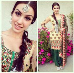 Tris d phulkari suit Indian Suits, Indian Attire, Indian Dresses, Indian Wear, Punjabi Dress, Punjabi Suits, Punjabi Girls, Punjabi Fashion, Indian Fashion