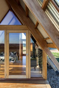 Galerie von JR's Hut im Kimo Estate / Anthony Hunt Design + Luke Stanley Architects – 4 - Jagd A Frame Cabin, A Frame House, Cabin Design, House Design, Roof Styles, House Styles, Luxury Cabin, Home On The Range, Australian Homes