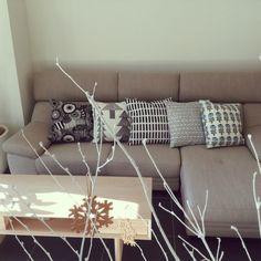お部屋も気持ちも華やかに♪ぜひ取り入れたいマリメッコ柄 Marimekko, Gift Wrapping, Couch, Room, Gifts, Furniture, Home Decor, Gift Wrapping Paper, Homemade Home Decor