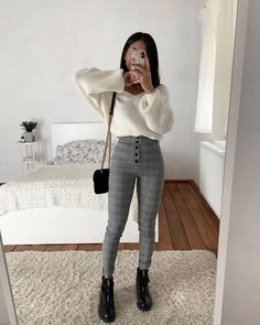 <SponsoredPost> They came in a bevy of colors and prints, too. Many girls also wore them with button-downs and flats-a method equation that proved to face up to the test of time. four cute outfits with leggings that I like to wear. Legging Outfits, Outfit Jeans, Cute Outfits With Leggings, Girls In Leggings, Outfits With Hoodies, Patterned Leggings Outfits, Style Outfits, Mode Outfits, Girly Outfits