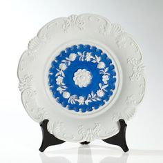 This blue painted and white glazed relief plate (first choice) of the traditional Meissen porcelain manufactory was produced around