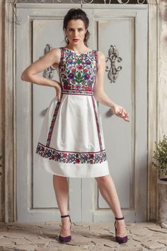 Open back dress for party with Ukrainian floral embroidery. Frock Fashion, Batik Fashion, Boho Fashion, Fashion Dresses, Party Wear Frocks, Party Dress, Stylish Dresses, Sexy Dresses, Hurley Clothing