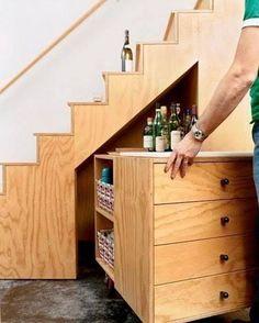 Rangement futé sous escalier pour un petit logement