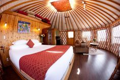PORT RENFREW - Soule Creek Lodge. Has cabins, yurts, and suites. No cooking facilities, but yurts have mini fridge, microwave and kettle.