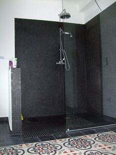 Italian shower: 33 photos of open showers - Bathroom 01 Open Showers, Black Tiles, Black Floor, Laundry In Bathroom, Open Bathroom, Mosaic Bathroom, Wet Rooms, Black Kitchens, Kitchen Black