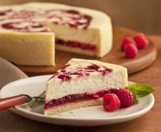 National Cheesecake Day 4 Cheesecake Recipes Under 200 Calories To Satisfy Every Sweet Tooth Food Cakes, Cupcake Cakes, Raspberry Cheesecake, Cheesecake Recipes, Desserts Menu, Delicious Desserts, National Cheesecake Day, Ice Cream Candy, Mini Cheesecakes