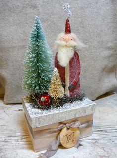 Vintage Style Red Santa Box with Bottlebrush by CatandFiddlefolk