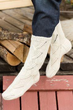 Naisen pitsineule villasukat Novita 7 Veljestä Lace Socks, Crochet Slippers, Knit Crochet, Cool Socks, Awesome Socks, Yarn Colors, Knitting Socks, Knitting Ideas, Knit Socks