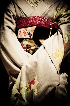 beautiful kimono http://25.media.tumblr.com/tumblr_loinj0oeRf1qzkk1no1_500.jpg