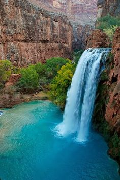 Havasu Falls is paradise on Earth. This is an absolutely amazingly beautiful waterfall located in a remote canyon of Arizona.