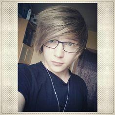 Housle #emo #scene #boy #glasses #selfie #teen