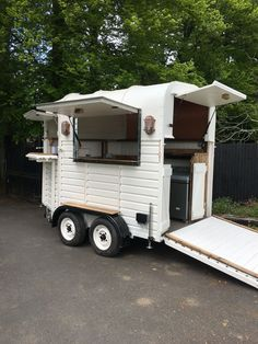 "Get wonderful recommendations on ""horse trailer covers"". They are accessible for you on our web site. Stock Trailer, Box Trailer, Trailer Diy, Trailer Decor, Trailer Interior, Trailer Remodel, Coffee Carts, Coffee Truck, Food Trucks"