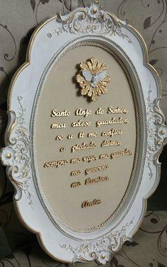 Quadro oração santo anjo, moldura oval detalhada, fundo em tecido!