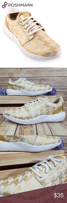 db0eb939570 NWOB Inkkas 12 Gold Houndstooth FlexAlpha Shoes We dressed up our versatile  slip ons with a