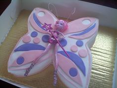 Post by Darla Chocolate chocolate chip cake with butter cream icing. Butterfly Wedding Cake, Butterfly Birthday Cakes, Butterfly Cupcakes, Cake Images, Cake Pictures, Little Girl Cakes, Wafer Paper Cake, Chocolate Chip Cake, Cupcake Cookies
