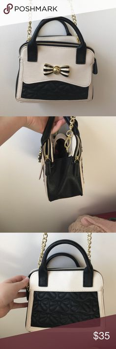 Betsey Johnson Crossbody Purse Super cute and in great condition! Barely used. I just don't use it, so it needs a new loving home!  Betsey Johnson Bags Crossbody Bags