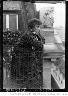 be Colette from Paris in 1932 (or a lady in Colette:), but she looks like my Aunt from Norway. Writers And Poets, Old Paris, Vintage Paris, Vintage Photography, White Photography, Henri Cartier Bresson, I Love Paris, Dalai Lama, Look At You