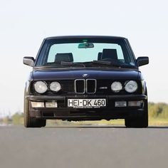 Pcred to its respective owner E28 Bmw, E30, Old School Cars, Bmw Classic, Bmw 5 Series, Old Cars, Panama, Dream Cars, Instagram Posts