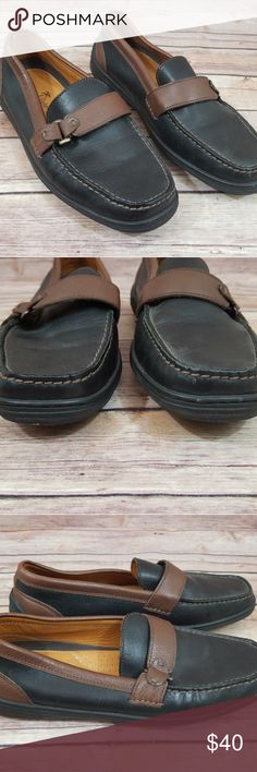 Tommy Bahama 8 Womens Black Espresso Loafers Shoes Excellent condition Tommy Bahama 8M loafers.  Worn very little with minimal wear.   Attractive and quick style the the on the go woman!  From a smoke free home!  Bundle and save @thelilacbush! Tommy Bahama Shoes