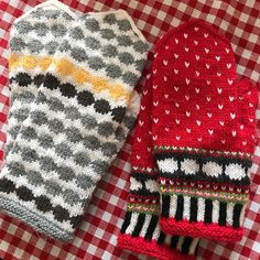 Marimekko, Knit Crochet, Gloves, Socks, Crafty, Knitting, Sewing, Handmade, Runes