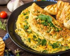 Made with Mainland Edam Grated Cheese, this fluffy omelette is perfect for a weekend breakfast. Healthy Foods To Eat, Healthy Dinner Recipes, Breakfast Recipes, Spanish Omelette, Low Carb Diets, Superfood Powder, Diet Meal Plans, Food Dinners, Eating Clean