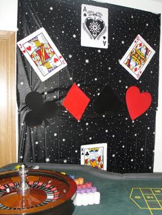 Com - james bond themed party. black plastic star cloth on the wall with xxl playing cards and card symbols stuck on wit… Casino Party Decorations, Casino Party Foods, Casino Night Party, Casino Theme Parties, James Bond Party, James Bond Theme, 007 Theme, Take Me Away, Art Deco