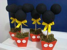 Centro de mesa Mickey/Minnie R$ 18,00 Fiesta Mickey Mouse, Mickey Mouse Bday, Mickey Party, Mickey Mouse And Friends, Mickey Mouse Birthday, Mickey Minnie Mouse, First Birthday Themes, 90th Birthday, Birthday Ideas
