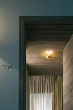 Vibia Funnel Mini 22cm - Diese Aufbauleuchte mit ihren organischen Linien sorgt für ein sanftes indirektes Licht und ist in der Lage, von ihrem Aufstellort aus den gesamten Raum auszuleuchten. Vibia bietet die Deckenleuchte Funnel in verschiedenen Größen, so können Sie unter folgenden Lichtquellen auswählen: Halogen-, Leuchtstoff- oder LED-Beleuchtung. Mini, Environment, Living Room