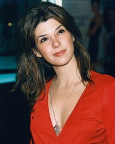 marisa tomei, she really looks stunning in red.