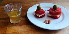 Merienda, aperitivo o desayuno saludable y muy rico. INGREDIENTES: 1 Tomate 2 Aceituna 2 Rodajas de queso 2 Almendras 2 Cucharadas de limón 1 cucharadita de aceite 1 pizca de sal 1 cucharada de vinagre #food  #helthi #comida #sana