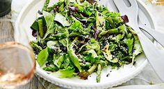 Asiatisk vårsallad med sparris och avokado