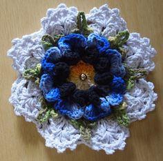 Crochet between worlds: Frida' Crochet Flower Tutorial, Crochet Flower Patterns, Crochet Motif, Crochet Designs, Crochet Doilies, Crochet Blocks, Crochet Squares, Yarn Crafts, Diy And Crafts