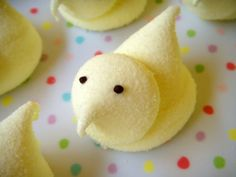 A day late, but Happy Easter! Homemade marshmallow peeps. <3
