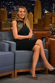 "Blake Lively Photos - Blake Lively Visits ""The Tonight Show Starring Jimmy Fallon"" at Rockefeller Center on April 2015 in New York City. - Blake Lively Visits 'The Tonight Show Starring Jimmy Fallon' Blake Lively Outfits, Style Blake Lively, Blake Lively Moda, Glamouröse Outfits, Crazy Outfits, Cool Outfits, Amazing Outfits, Beauty And Fashion, Fashion Looks"