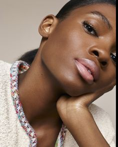 Naturally. Ayobami Okekunleiswearingthe BR172 shade of LES BEIGES HEALTHY GLOW FOUNDATION HYDRATION AND LONGWEAR. Available in 35 shades.  Chanel Beauty, Beauty Makeup, Hair Makeup, Hair Beauty, Glow Foundation, No Foundation Makeup, Pretty Makeup, Makeup Looks, Fashion Editorial Makeup