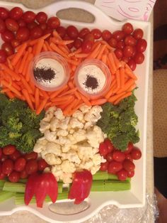 Owl party Owl Party Food, Owl Food, 2nd Birthday Parties, Birthday Ideas, Owl Treats, Owl Parties, Veggie Tray, Food Displays, Fruit Salad