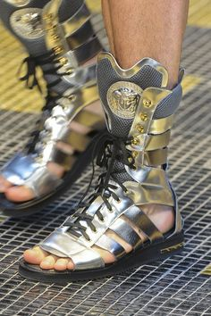 OMG! Get these on my feel, like NOW!! Love Versace!!