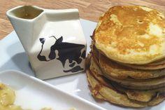 """Lembram-se da Julie Goodwin, a dona de casa que em 2009 venceu a 1ª temporada do Masterchef Australia? Pois é dela esta receita tão boa! Nos países anglosaxónicos é muito comum o uso do buttermilk, leitelho ou soro de leite, na tradução para português. Em Portugal há algumas superfícies comerciais onde se consegue encontrar, mas … Panquecas """"Bom Dia"""" (Com Leitelho/Buttermilk) Read More » Waffles, Pancakes, Breakfast Snacks, Crepes, Sweet Pastries, Buttermilk Pancakes, Conch Fritters, Masterchef Australia, Breakfast Ideas"""