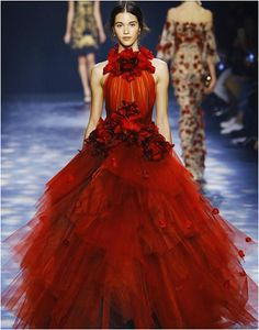 MARCHESA - New York Fashion Week. red tulle halter neckline ball gown wedding dresses 2018 marchesa bridal dresses with hand made flowers floor length formal gowns Style Couture, Couture Fashion, Runway Fashion, Fashion Show, High Fashion, Fashion Art, Net Fashion, Flower Fashion, Trendy Fashion