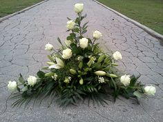 Resultado de imagen de arranjos de flores para altares igrejas Funeral Floral Arrangements, Easter Flower Arrangements, Beautiful Flower Arrangements, Beautiful Flowers, Church Flowers, Funeral Flowers, Big Flowers, Wedding Flowers, Lotus Flowers