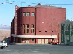 En el cine de Chuquicamata ví mis primeras películas Chile, Movie Theater, South America, Abandoned, Mansions, House Styles, Movies, Norte, Countries