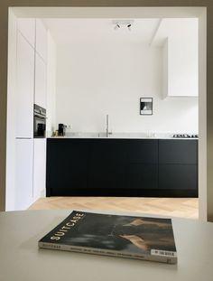 mathurins — Atelier Leymarie Gourdon — Architectes - Lilly is Love Modern Kitchen Design, Interior Design Kitchen, Dining Room Design, Open Plan Kitchen, New Kitchen, Kitchen Decor, Black Kitchens, Home Kitchens, Country Look