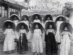 School girls with big hats, Pyŏngyang, early 1900s. Source: General Commission on Archives and History of the United Methodist Church, Madison, NJ. The relatively weak grip of Confucian culture outside Seoul, especially in northern Korea, resulted in looser gender restrictions. Taken in a church compound, the photo demonstrates a regional variation of women's outdoor clothing, hats called puny