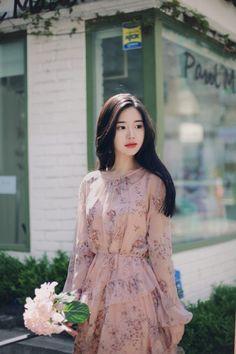 Korean Fashion – How to Dress up Korean Style Korean Fashion Dress, Ulzzang Fashion, Korean Outfits, Asian Fashion, Modest Fashion, Girl Fashion, Fashion Dresses, Fashion Looks, Fashion Design
