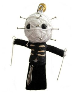 Pinhead from Hellraiser Diy Voodoo Doll Keychain, Diy Yarn Dolls, String Voodoo Dolls, Worry Dolls, Tiny Dolls, Hello Dolly, Doll Crafts, Hanging Art, String Art