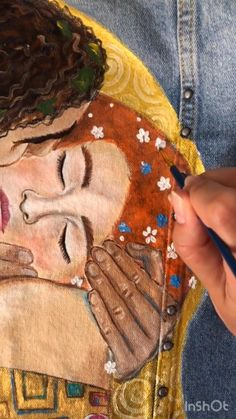 Hand painted custom denim jacket Gustav Klimt The kiss ( read the description ! Embroidery Fashion, Diy Embroidery, Frida Art, Diy Fashion, Fashion Fabric, Fashion 2020, Painted Clothes, Fabric Painting, Textile Art